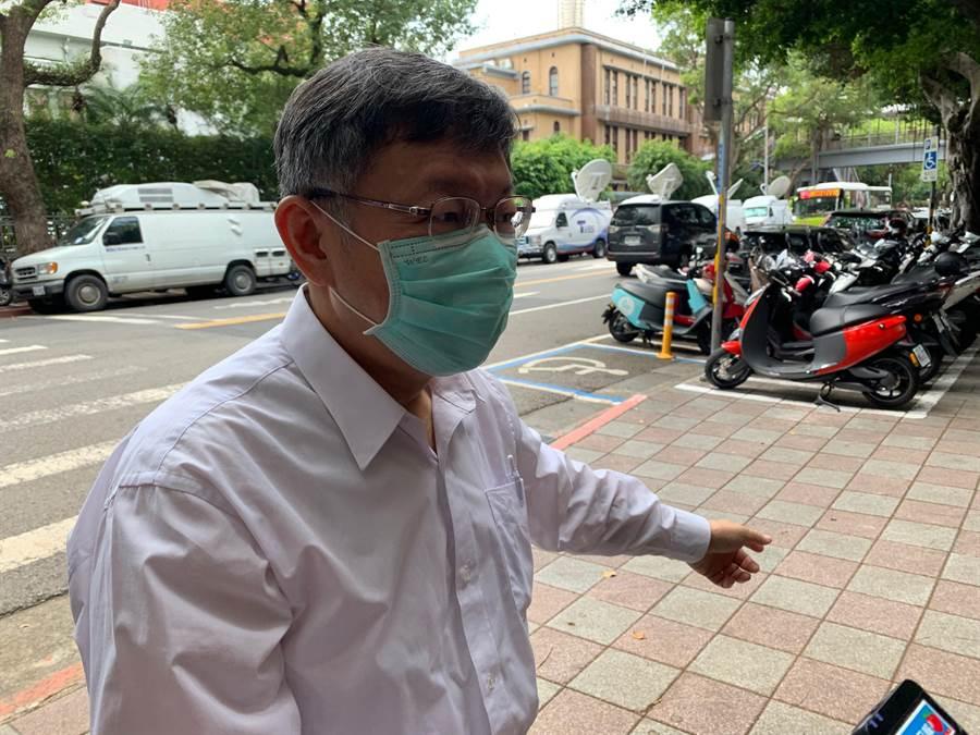 台北市長柯文哲今中午赴立法院黨團參加黨政會報,會中通過民眾黨防疫措施。(林縉明攝)