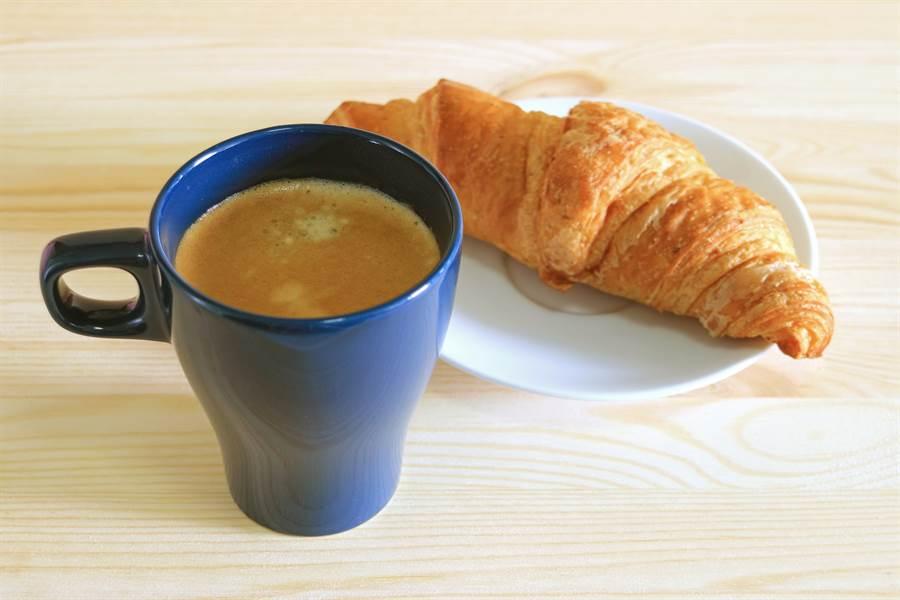 早餐怎吃最享瘦?營養師:別選麵包配奶茶(示意圖/達志影像)