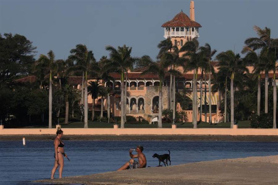 佛羅里達州的新冠疫情嚴重,許多餐館、酒吧、海灘已經關閉。(圖/路透社)
