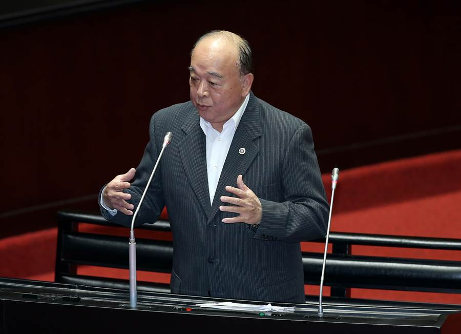 國民黨立委吳斯懷24日在立法院質詢畫面。(姚志平攝)