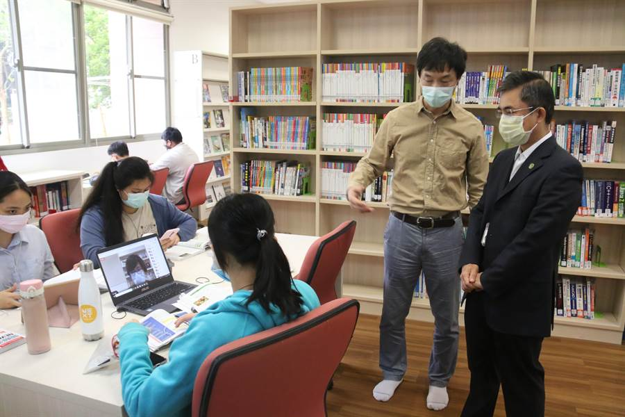 中科實中老師與學生線上互動情形。(中科管理局提供/王文吉台中傳真)
