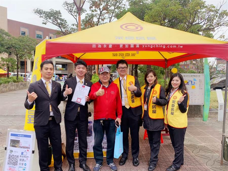 永慶房屋團隊合作支持,讓桑子涵(右二)順利融入經紀人生活!