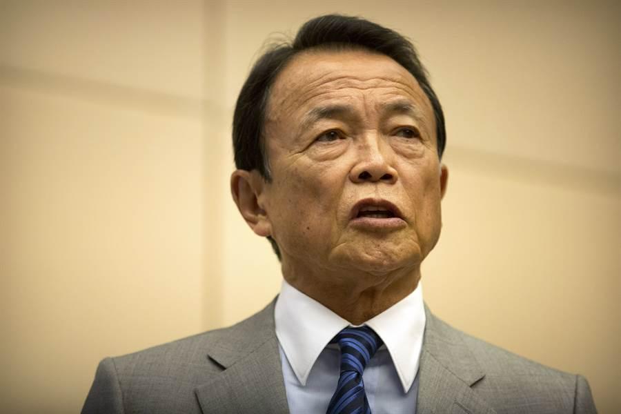 日本副首相麻生太郎表示,歐洲與美國一直輕忽新冠肺炎,上個月底義大利代表曾對他說「只有黃種人才會染新冠肺炎」。(圖/路透社)
