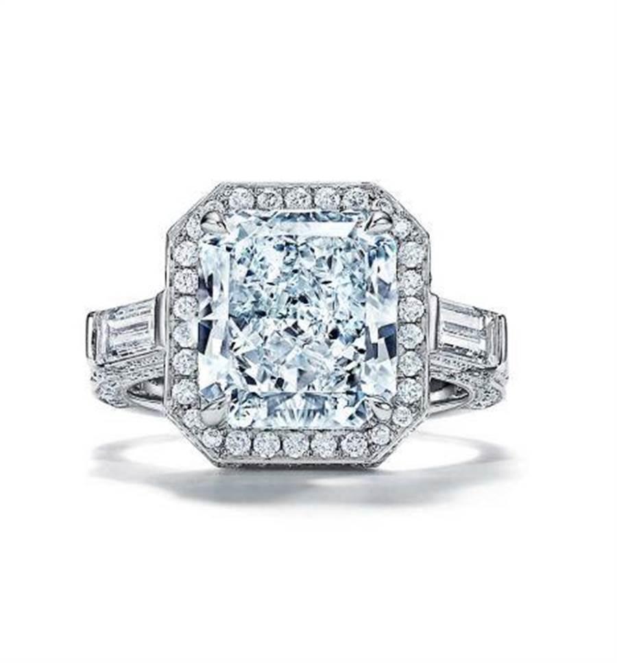 Tiffany Jewel Box高级珠宝系列Brilliance蓝钻戒指,主石逾5克拉蓝钻,1亿5573万5000元。(Tiffany & Co. 提供)