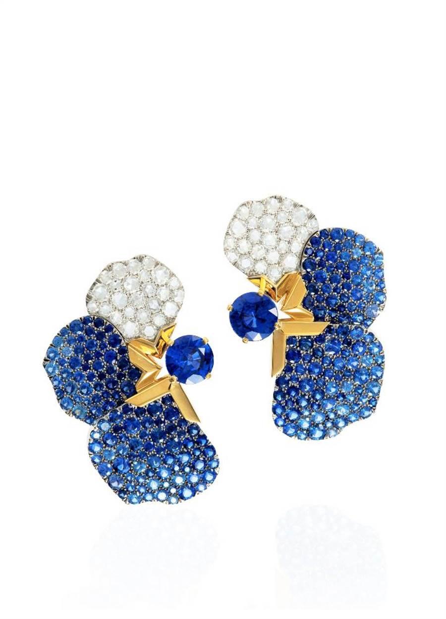Tiffany Jewel Box高级珠宝系列Flora耳环,镶嵌总重逾4克拉斯里兰卡蓝宝石,435万5000元。(Tiffany & Co. 提供)
