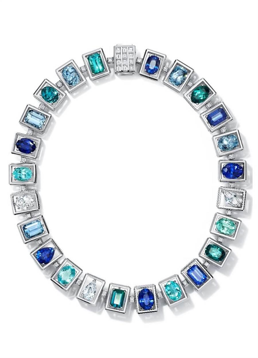 Tiffany Jewel Box高级珠宝系列Frame项鍊,镶嵌总重逾36克拉蓝宝石、逾13克拉铜锂碧玺、逾16克拉的蓝碧玺、逾16克拉的海水蓝宝和逾8克拉的钻石,2813万5000元。(Tiffany & Co.提供)