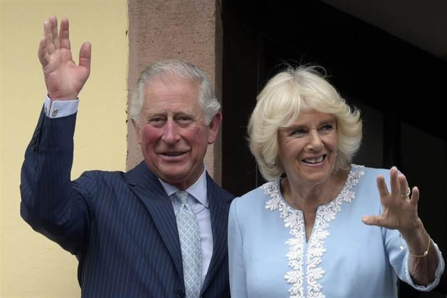 查爾斯王儲與妻子卡蜜拉。(美聯社)
