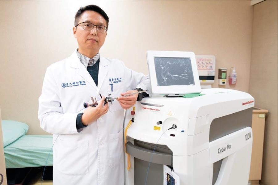 東元綜合醫院泌尿科主任黃賢祥醫師表示,攝護腺肥大就比如說是成熟肥厚的橘子,鈥雷射把增生腺體從外皮層剝離出來,打通尿道阻塞。圖/東元綜合醫院提供