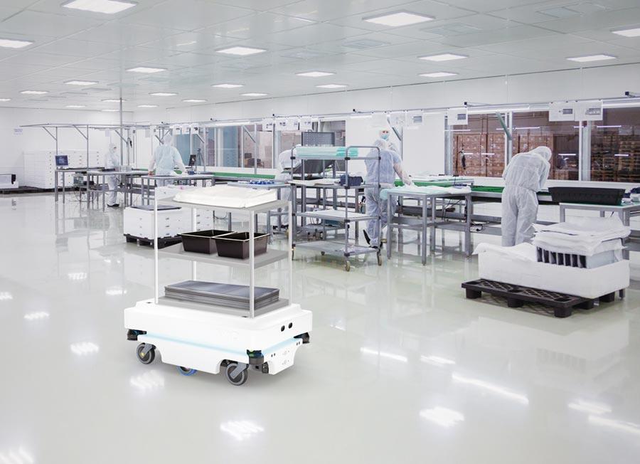 丹麥大廠MiR的自主移動機器人搬運車,安全性高並可與人共同作業。所羅門是國內第一家代理引進者。圖/業者提供