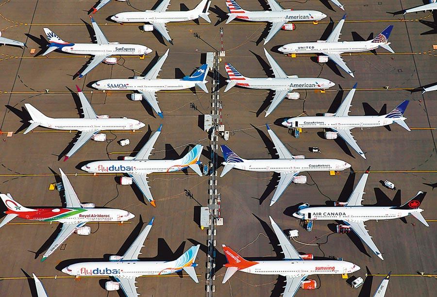 新冠肺炎肆虐,歐美經濟大幅度衰退,國際航空業哀鴻遍野。圖為停留在西雅圖基地的多家航空公司飛機。(路透)