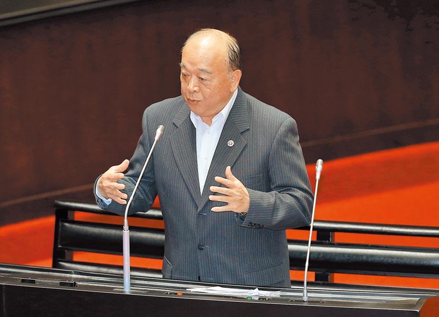 國民黨立委吳斯懷24日在立法院質詢中提醒政府注意國軍後備戰力問題。(姚志平攝)