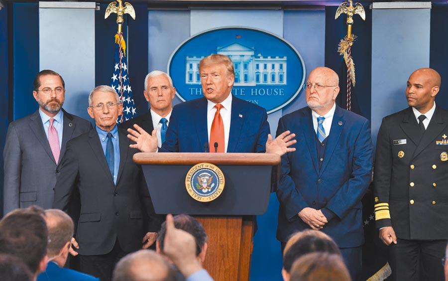 當地時間2月29日,美國總統川普在白宮出席新冠肺炎疫情記者會。(中新社資料照片)