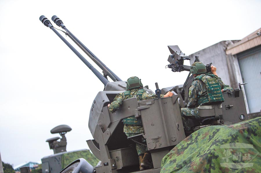 空軍35快砲執行聯合防空作戰任務,守護重要設施。(取自軍聞社)
