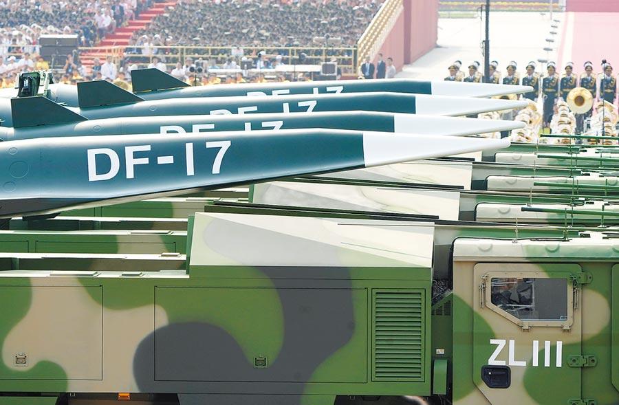 C-HGB,是美國陸軍主持的一個項目。作戰理念和東風-17很接近,圖為解放軍東風-17常規飛彈方隊。(新華社資料照片)