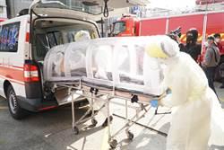 新冠肺炎疫情蔓延 竹縣消防局使用負壓隔離艙載送