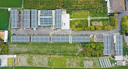 天晴能源 把屋頂變太陽能發電場