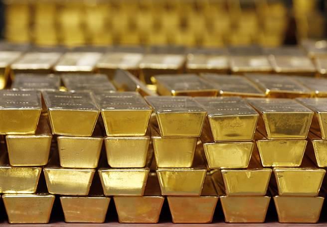 黃金期貨和現貨市場發生了多年罕見的價格斷層,期現溢價一度升至十多年來的最高水平。圖/美聯社