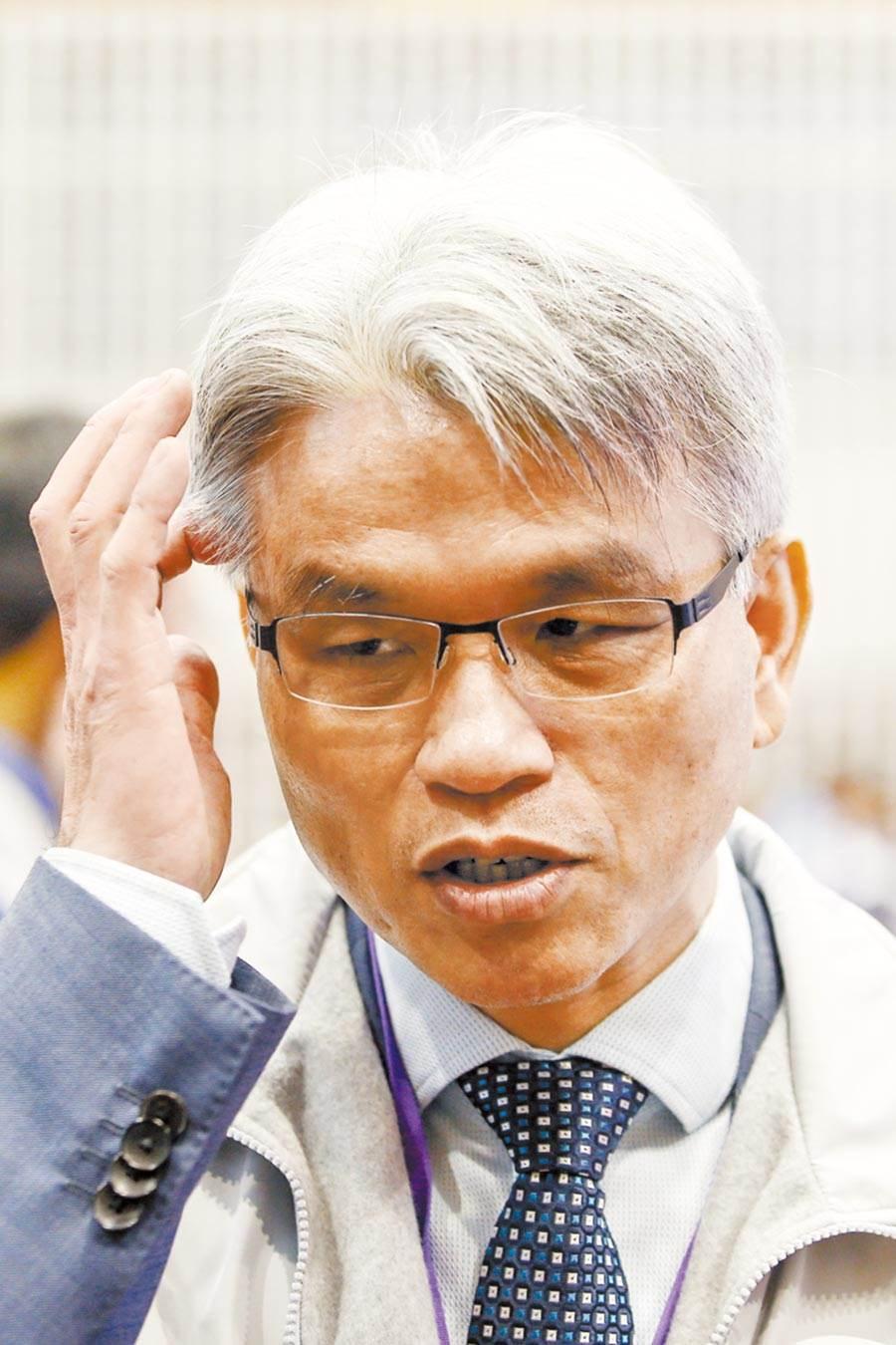 前中選會主委陳英鈐因選務疏失,遭公懲會判罰20萬元。(資料照片)