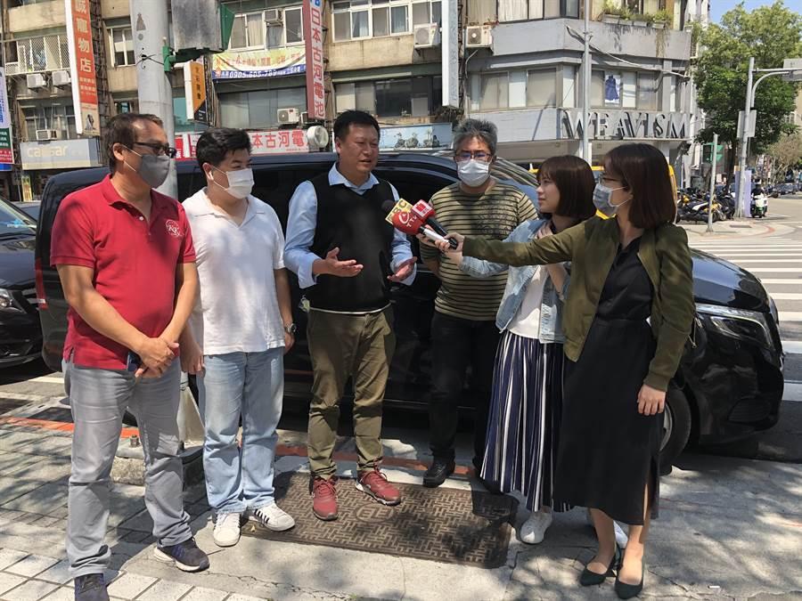 國民黨今天邀集受創慘重的交通運輸代表舉行記者會。(趙婉淳攝)