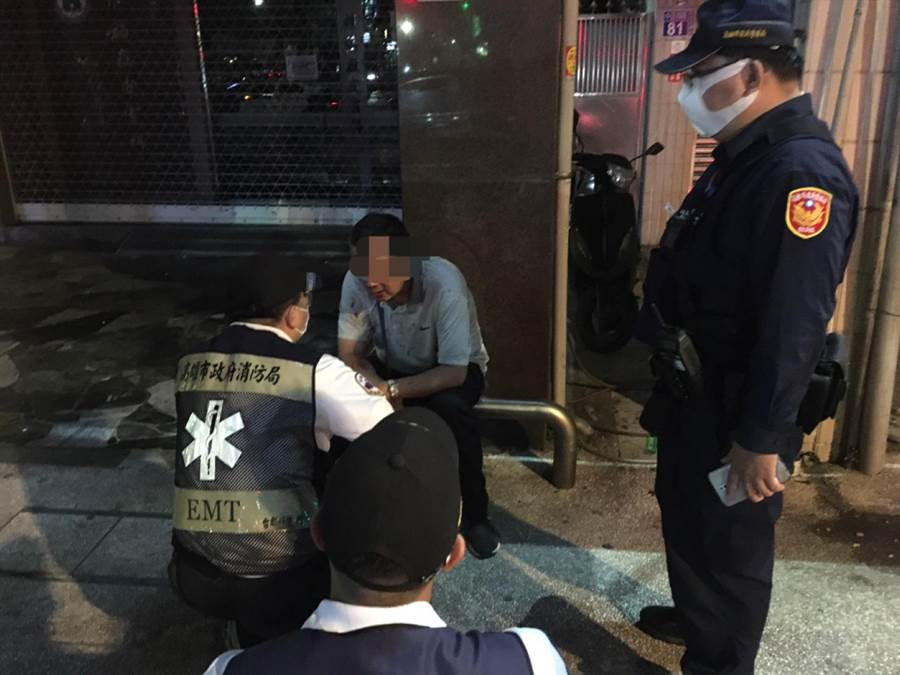 高市小黃與酒客爆發衝突,街頭上演全武行。(警方提供/柯宗緯高雄傳真)