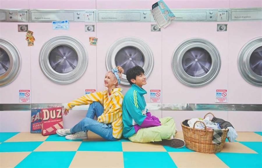 安心亞預告〈低頭戰〉MV是《墜愛》番外篇,樂米CP將會盡情放閃。(圖/環球提供)