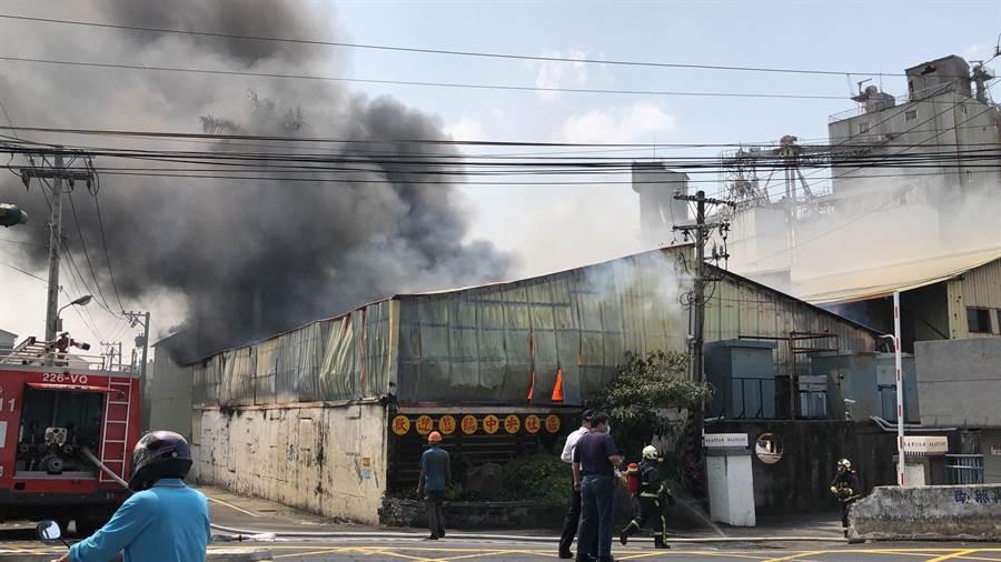 員林市田中央巷一家衛生紙工廠上午驚傳火警。(彰化縣消防局提供/謝瓊雲彰化傳真)