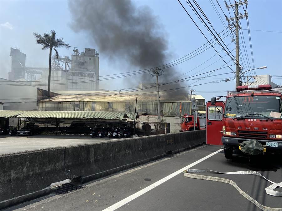目前火勢已完全撲滅,1名男性主管遭濃煙嗆傷送醫無礙。(義消提供/謝瓊雲彰化傳真)