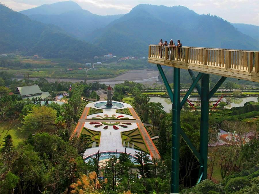 泰雅渡假村天空步道,挑戰膽量。(泰雅渡假村提供/廖志晃南投傳真)