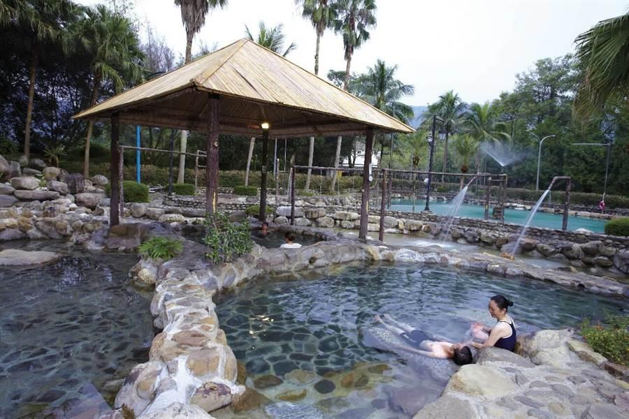 泰雅溫泉屬碳酸氫鈉泉,可滋潤皮膚。(泰雅渡假村提供/廖志晃南投傳真)