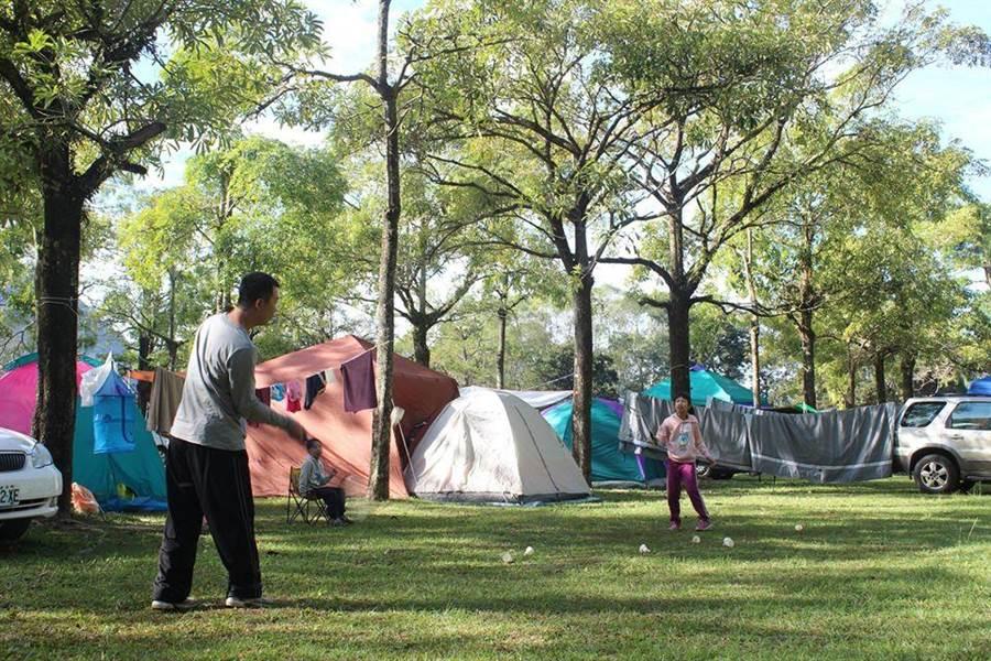 抗疫期間到戶外露營,親近大自然更健康。(泰雅渡假村提供/廖志晃南投傳真)