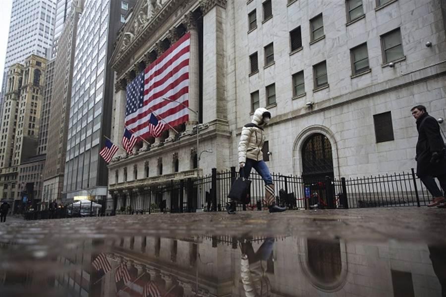川普急讓企業復工 恐使美經濟陷入蕭條?(美聯社資料照)