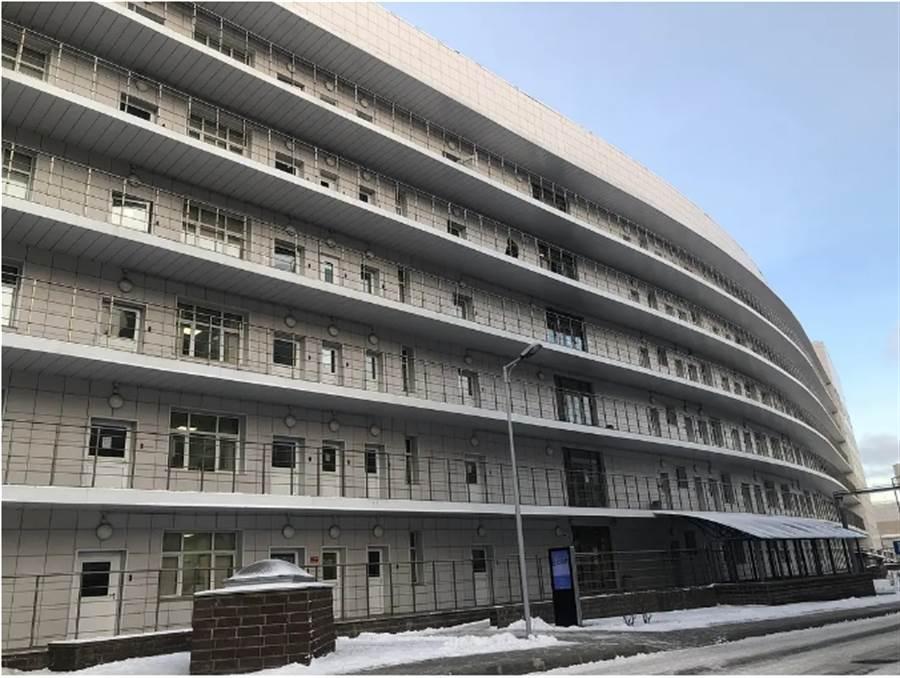 隔離病房大樓外觀。(作者提供)
