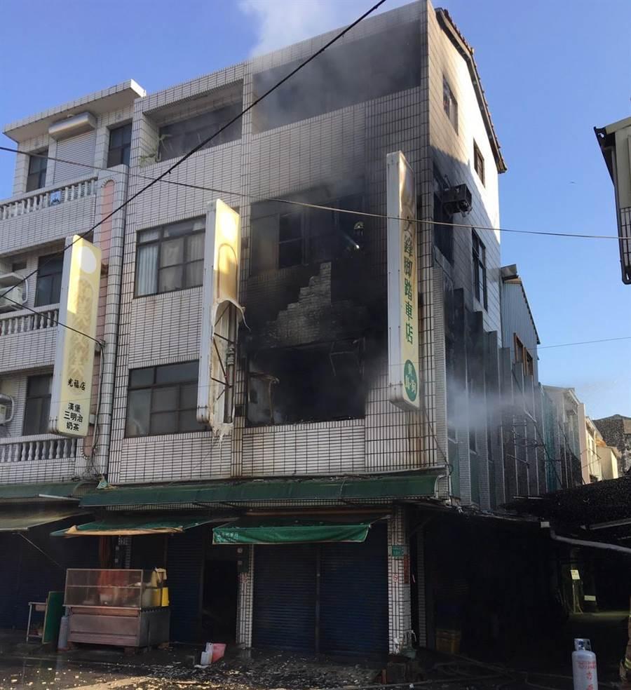 台南市柳營區發生一起火警,警消在20分鐘內撲滅火勢,但88歲劉姓老嫗逃生不及喪命。(翻攝照片/莊曜聰台南傳真)