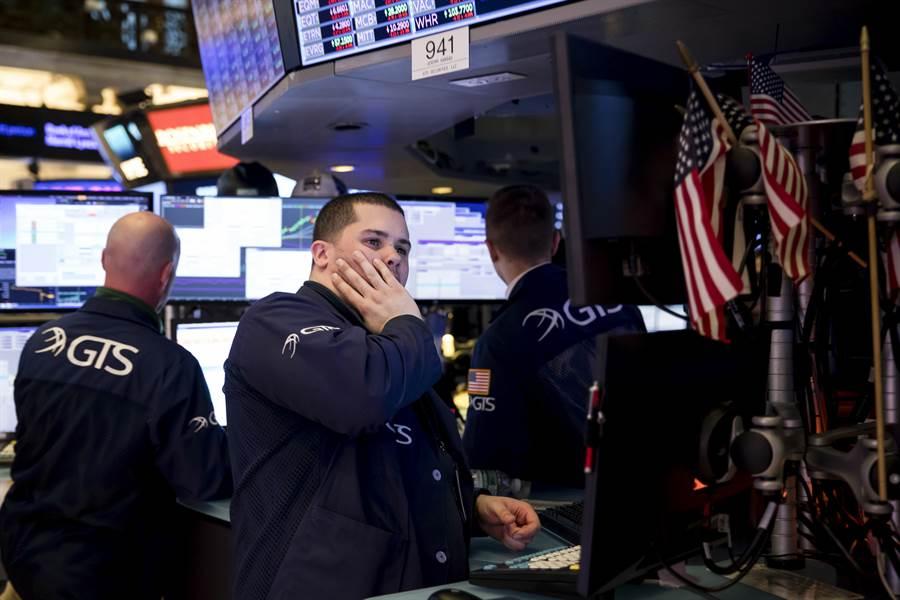 3月12日,交易員在美國紐約證券交易所工作。(新華社)