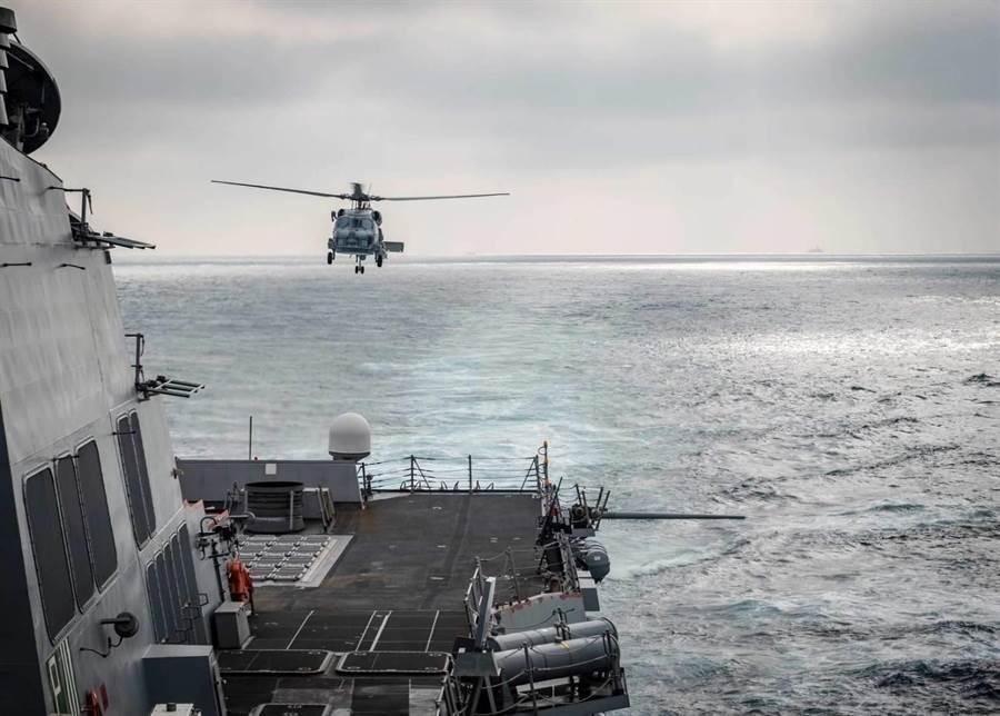 美海軍第七艦隊臉書貼出麥坎貝爾號進台海航行任務照。圖第七艦隊臉書