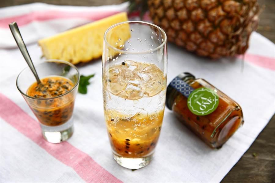 鮮果醬系列除了可作為麵包吐司抹醬外,加上氣泡水或茶,即可完成特調飲料。(LA ONE提供)