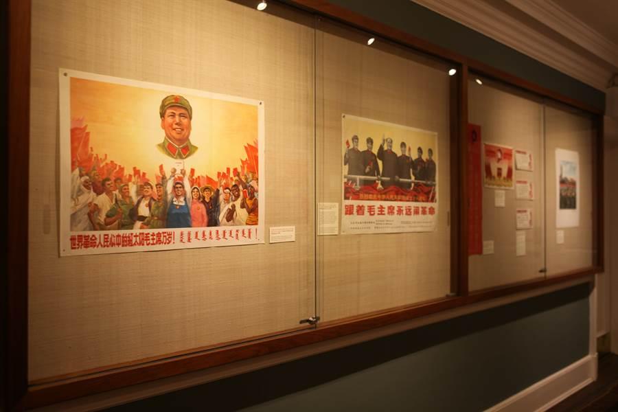 2014年,一場名為《毛主席語錄:50周年展1964-2014》的展覽在紐約展出。(中新社)