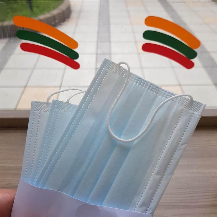首批口罩取貨一樣採3片1袋的包裝。(陳大任攝)