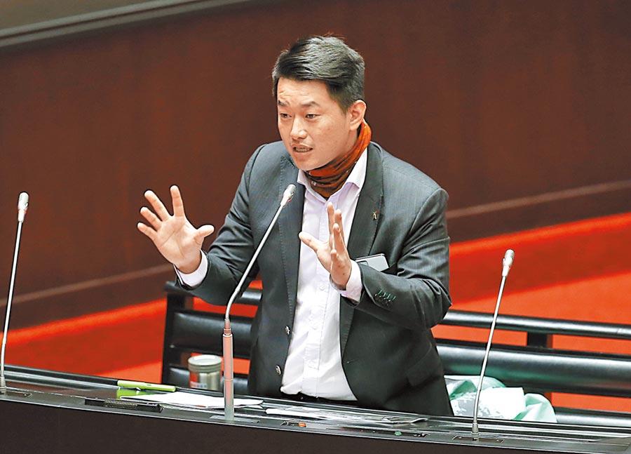 台灣基進立委陳柏維24日在立法院質詢中,建議政府開放香港抗爭者來台從軍,並取得公民權。(本報資料照片)