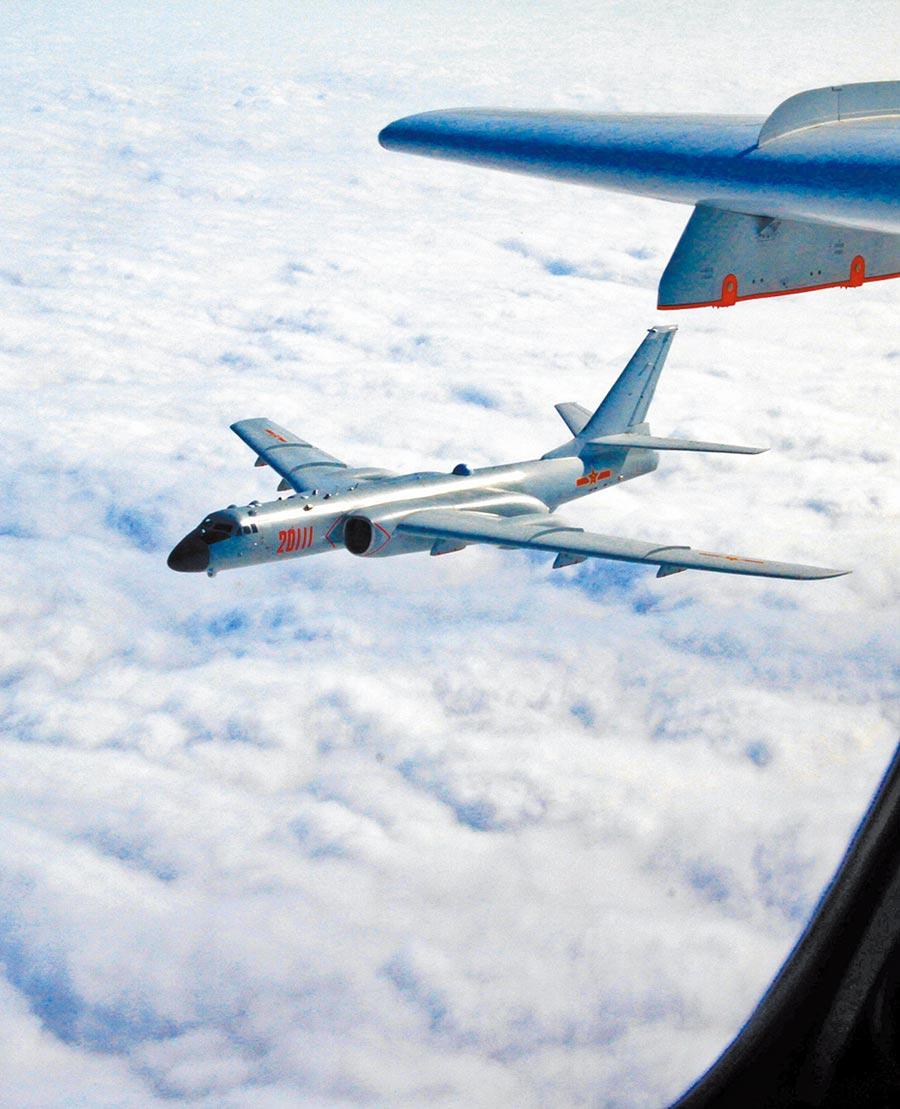 大陸轟-6k戰機遠海訓練。(中新社資料照片)
