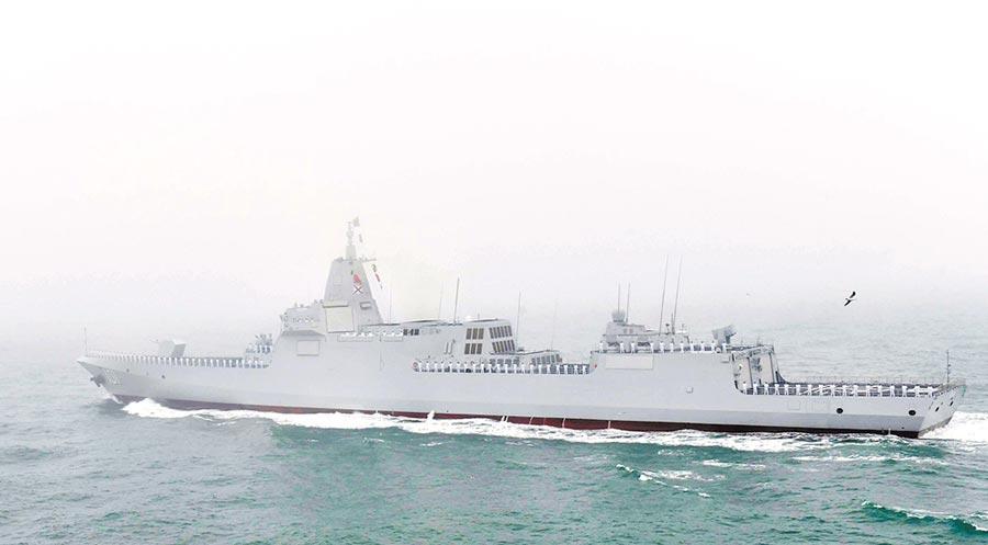 大陸055型萬噸級「南昌」號飛彈驅逐艦。(新華社資料照片)
