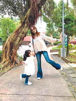 喻經營婚姻如跳恰恰 劉真夢想與女兒拍華爾滋照