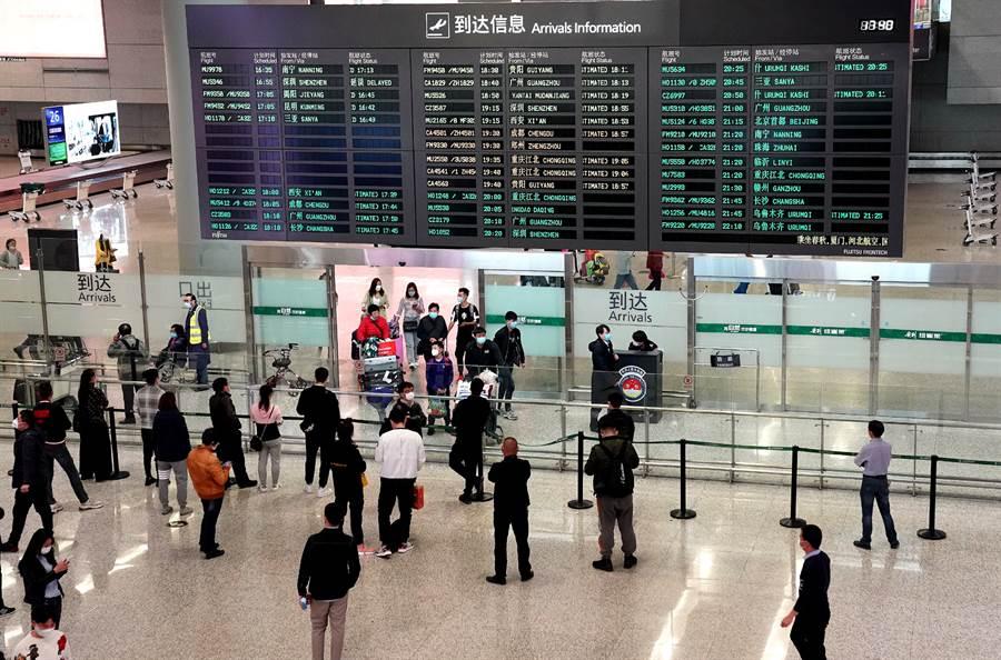 大陸陸再大幅減少聯外航班數量,嚴防境外疫情輸入。圖為上海虹橋機場(圖/新華社)
