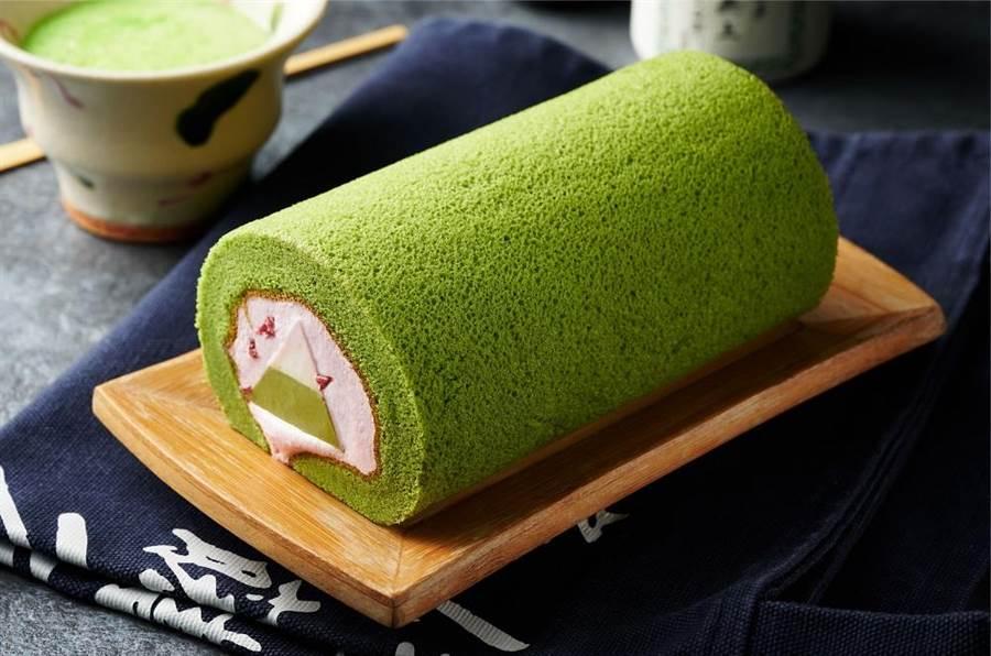 全聯We Sweet抹茶富士山奶凍捲,每盒約250g、99元,4月10日至16日特價89元。(全聯提供)