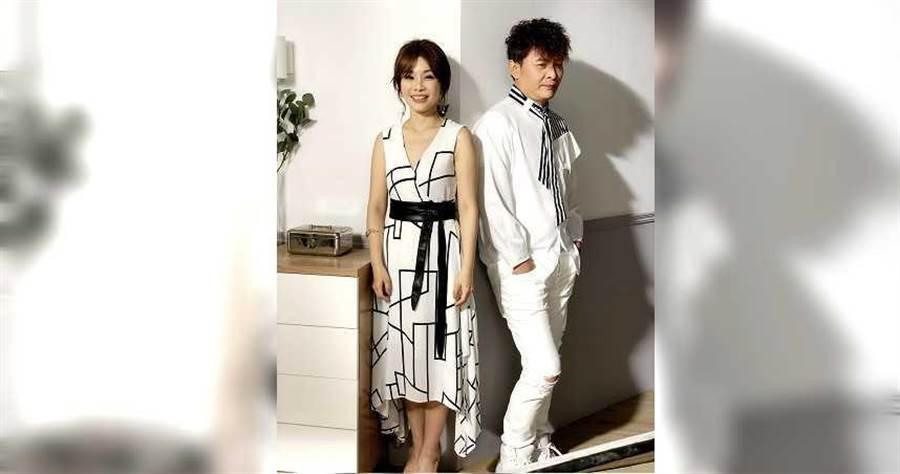 左起董育君、莊振凱兩人合作新歌〈因為愛你〉。(圖/豪記提供)