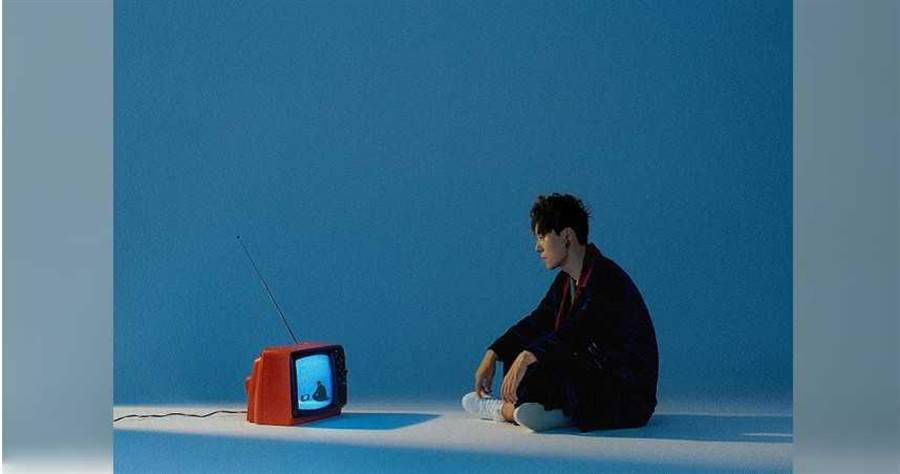 曾入圍3項金曲獎的創作歌手丁世光,推出新專輯《實況電影》。(圖/海蝶提供)