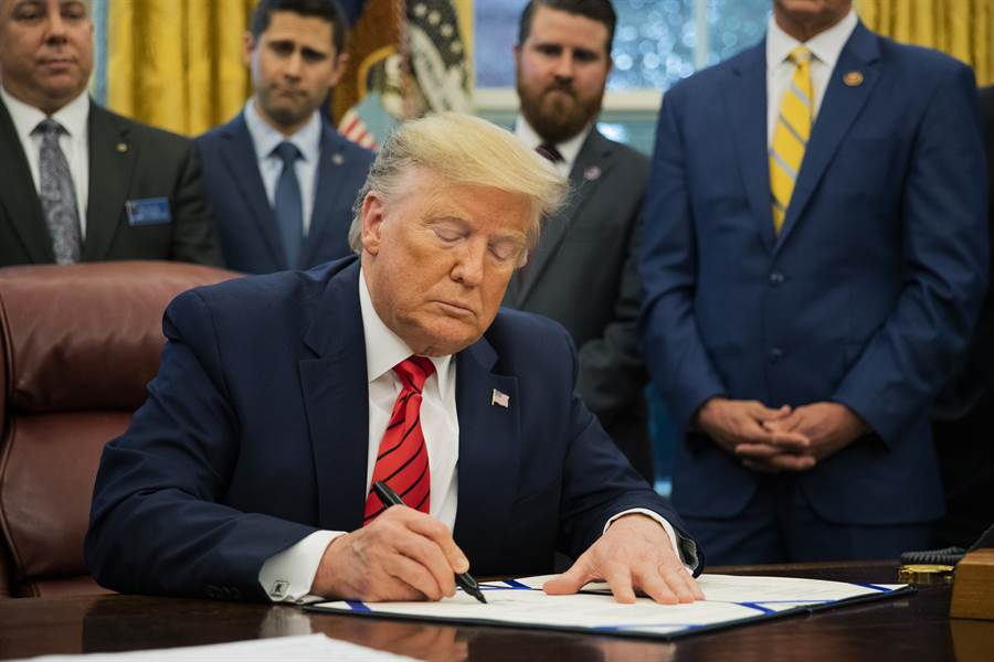 美國總統川普已簽署簡稱「台北法案」的台灣友邦國際保護及加強倡議法案。(示意圖/美聯社資料照)