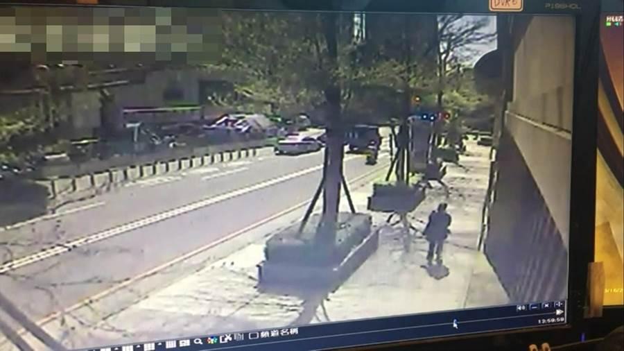 桃園市蘆竹區43歲何姓女子1日從澳門返國,不過卻在13、16日連續2度外出,警方上門還說「我不曉得這麼嚴格」。(翻攝照片/賴佑維桃園傳真)