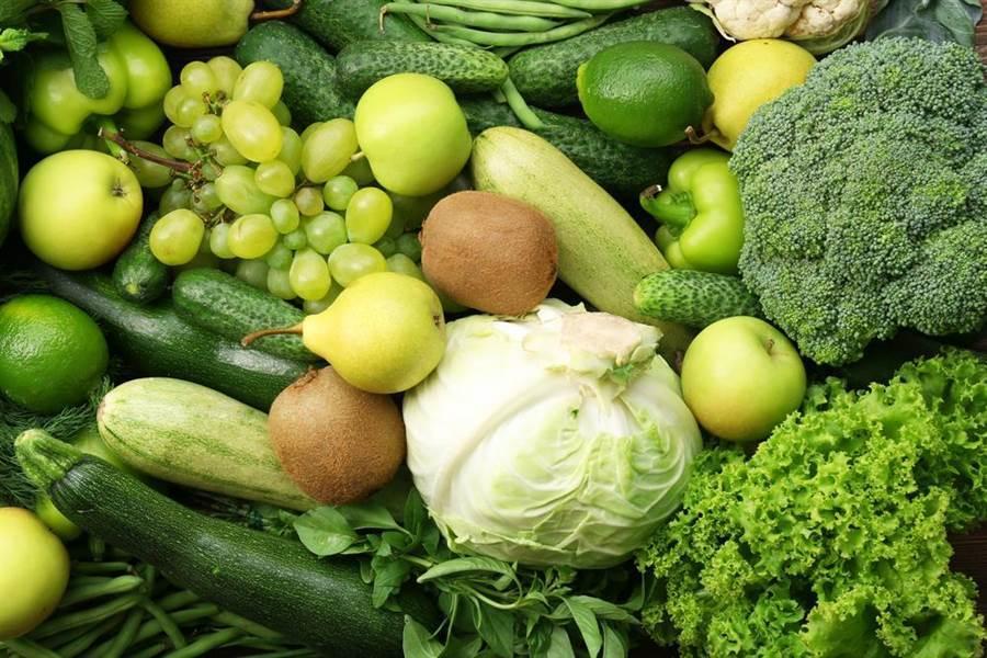 綠色蔬菜含有花青素。花青素具有抗氧化、抗發炎的特性,可減少氧化造成的組織受損,減少血管硬化發生的機率。(達志影像/shutterstock)