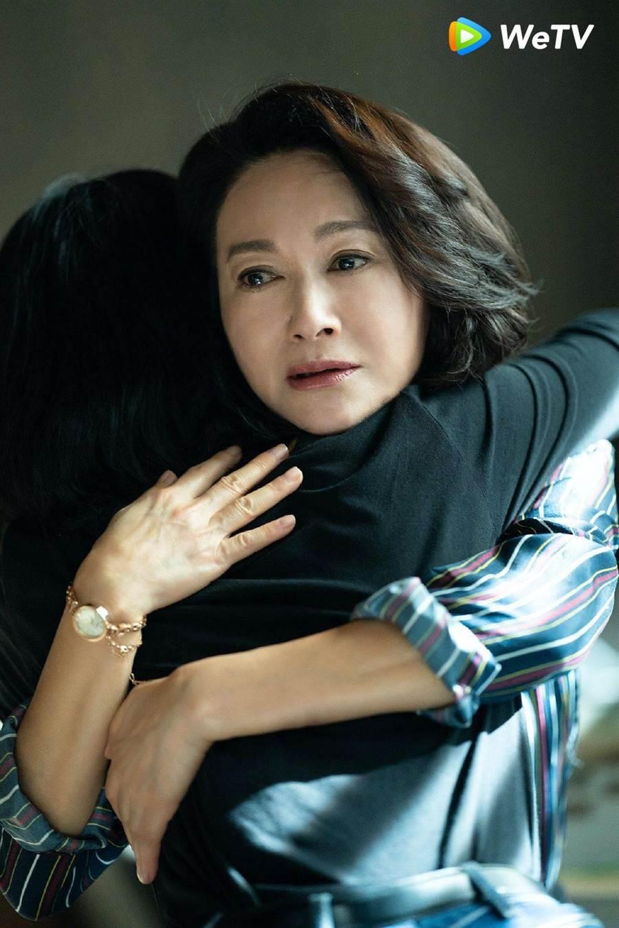 惠英紅在《不完美的她》演出周迅養母。(WeTV提供